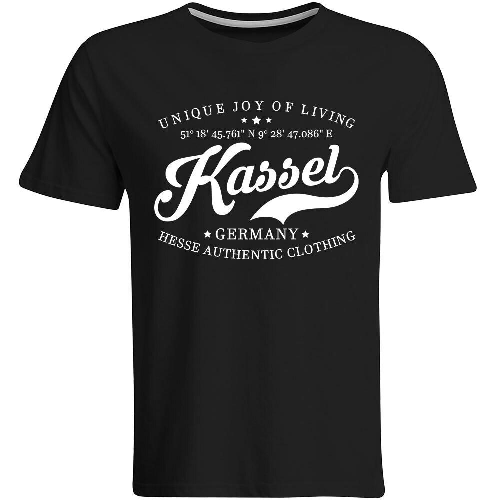 Kassel T-Shirt mit GPS Koordinaten (Herren, Rundhals- oder V-Ausschnitt)