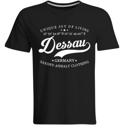 Dessau T-Shirt mit GPS Koordinaten (Herren, Rundhals- oder V-Ausschnitt)