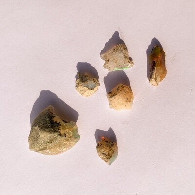Ethiopian Opals - 6 pieces - 9.9 grams