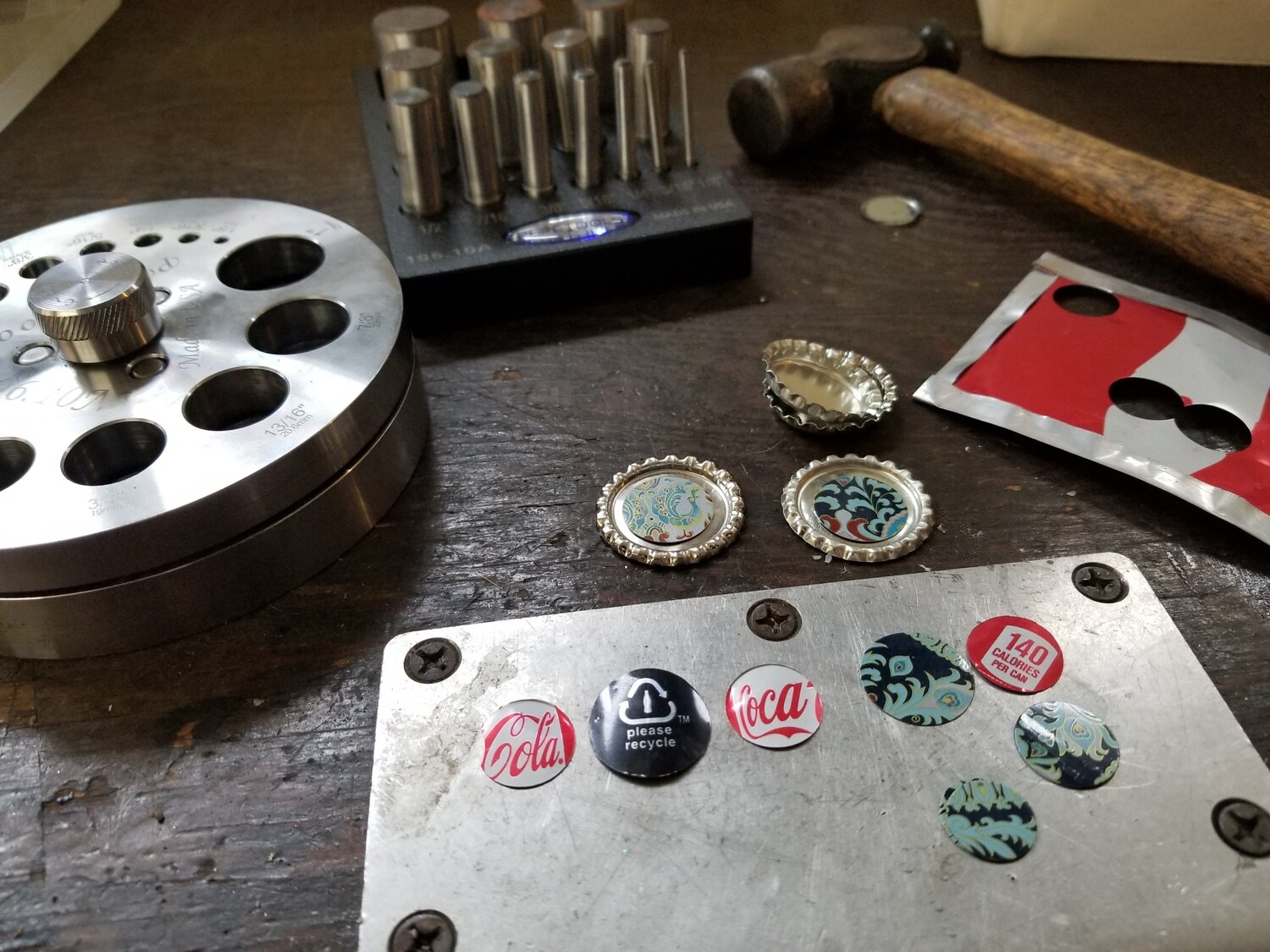 Make Your Own: Recycled Tin Jewelry  | MAR. 28