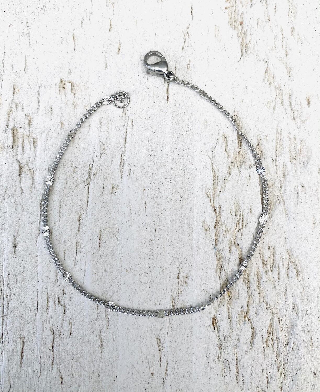 Armband met fijne platte tussenstukjes