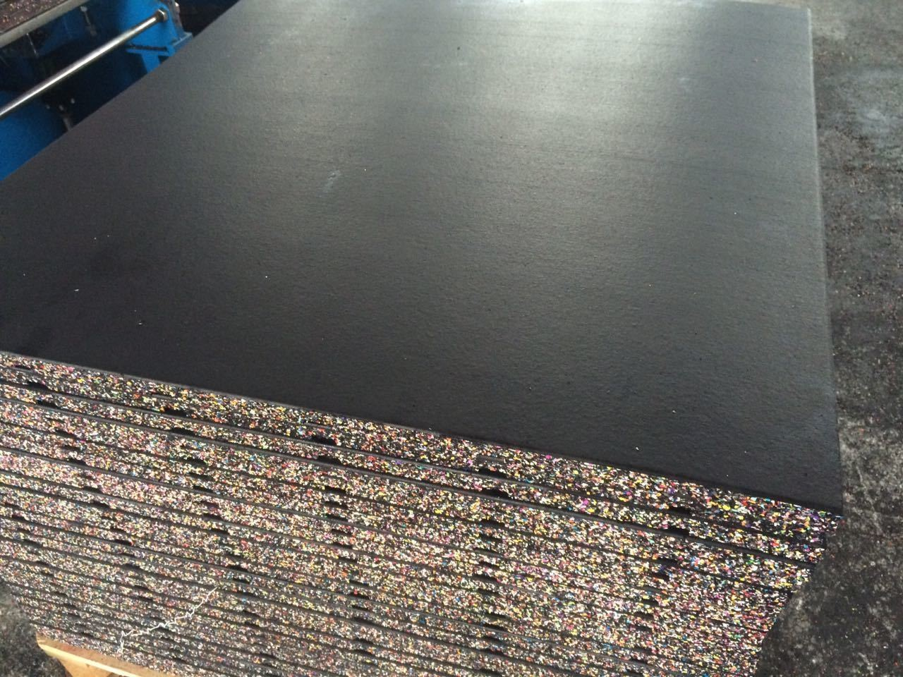 FLAT SURFACE RUBBER TILE